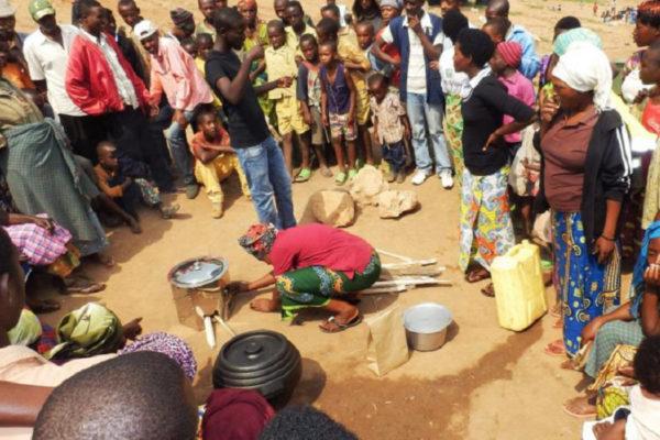 Energie-efficiënte kookpotten in Afrika